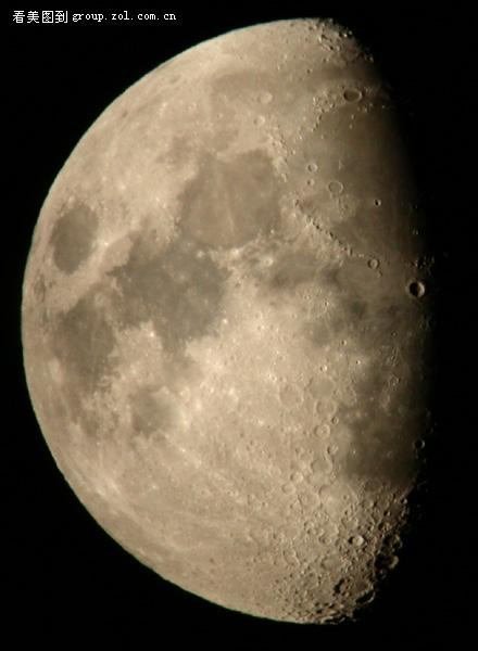 文望远镜拍月亮