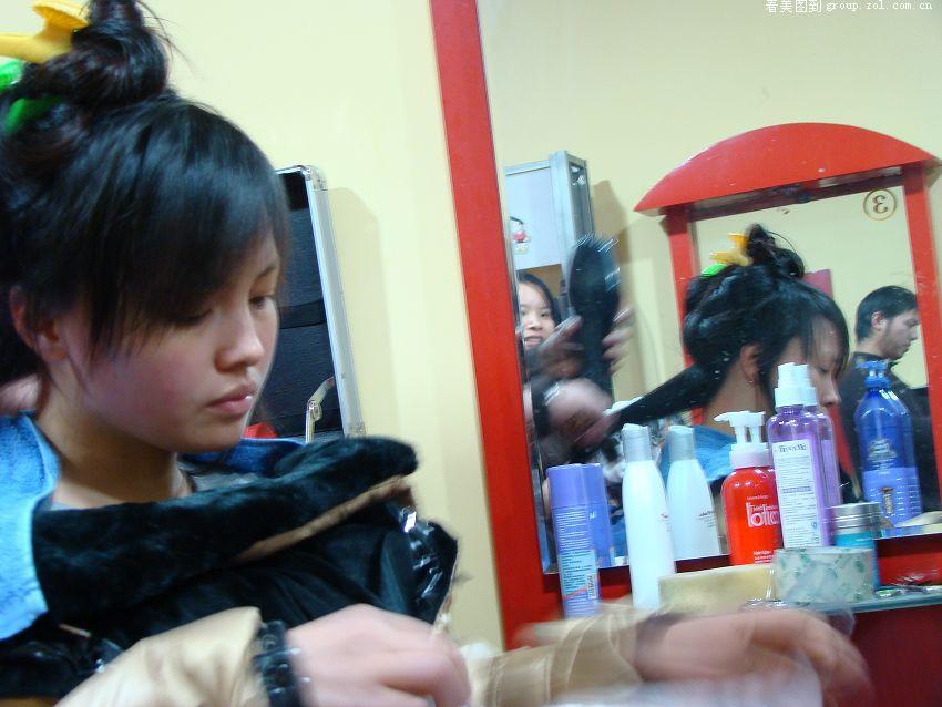 理发店抓拍 是美女吗?