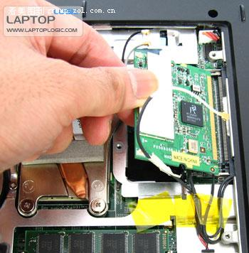 安装的方法与安装内存的方法基本上差不多先斜斜的把网卡...