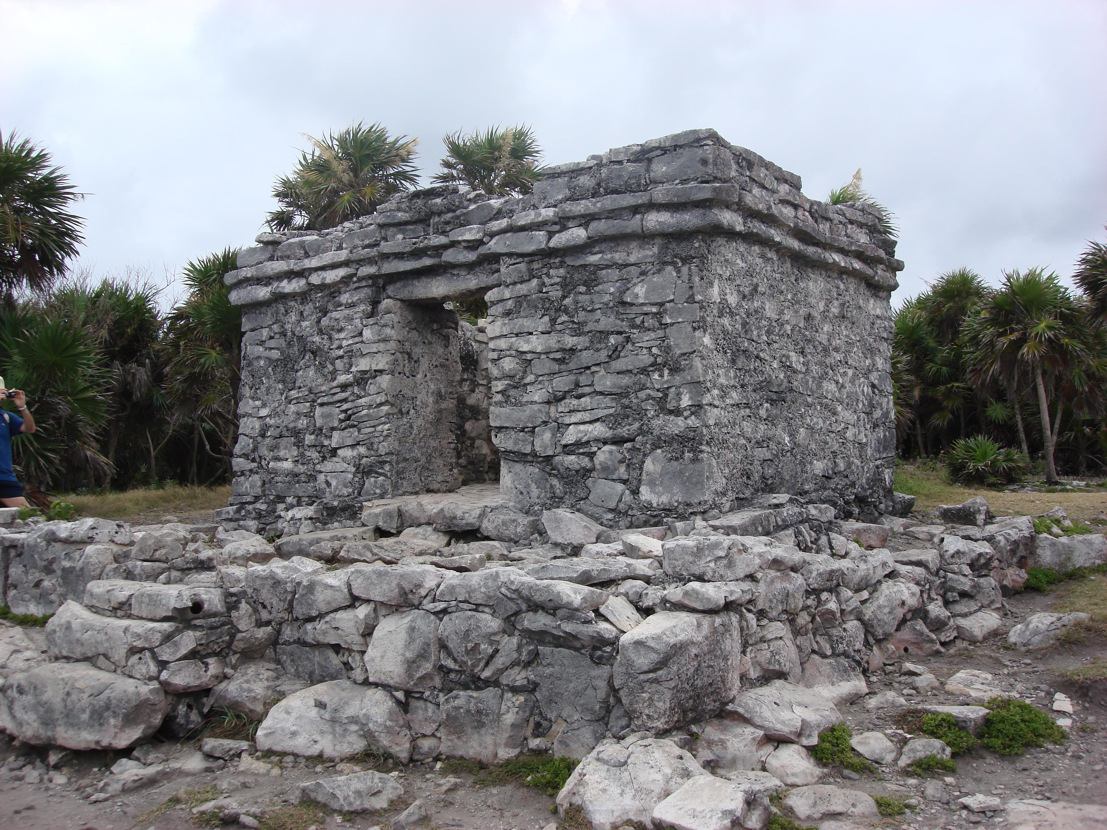看看外国的石头房子,玛雅文化的哨楼