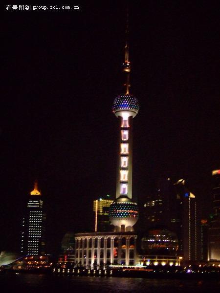 上海南京东路步行街和东方明珠电视塔