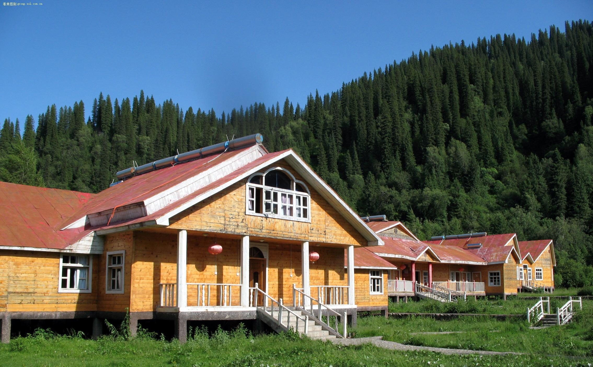 新疆那拉提草原--景区内的接待别墅
