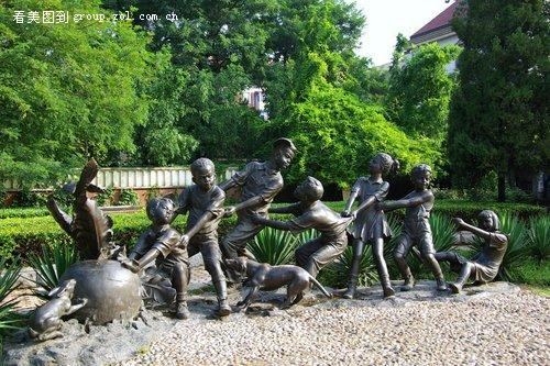 6,街头雕塑-拔萝卜