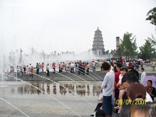 亚洲最大的喷泉广场--西安大雁塔北广场