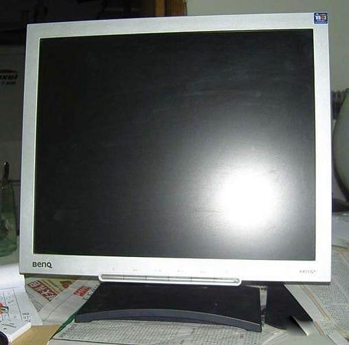 9成新17寸方屏明基液晶显示器转让