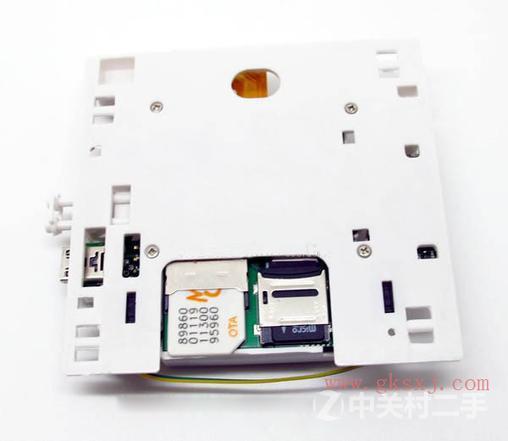 本产品是一款现代的家庭远程监控集成系统,安装操作简单,价格廉美,适应于广大家庭。它由隐形录像机,红外线感应拍照和GSM远程控制一体。制作成精美大方的电源开关等家庭用品,可以安放在任何地方,进行监控,布防,把监控画面即时拍下来,传送你的手机上,也可以通过手机遥控视频录像,无论你外出旅行或者身处外地都可以时时掌握。当然也是广泛用于调查取证,安防、媒体、司法、旅游、医疗、等领域。