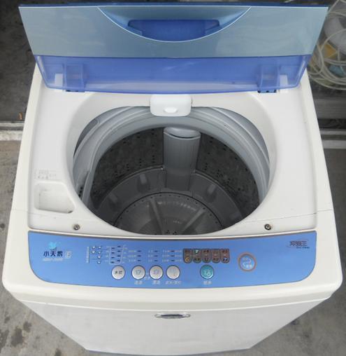 转让8成新小天鹅5.0公斤二手全自动洗衣机