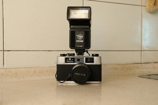 出售经典旁轴胶片凤凰s205b和银燕闪光灯by-24zp
