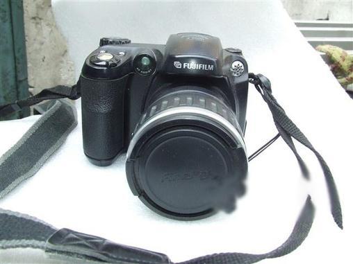 富士5600数码相机一台