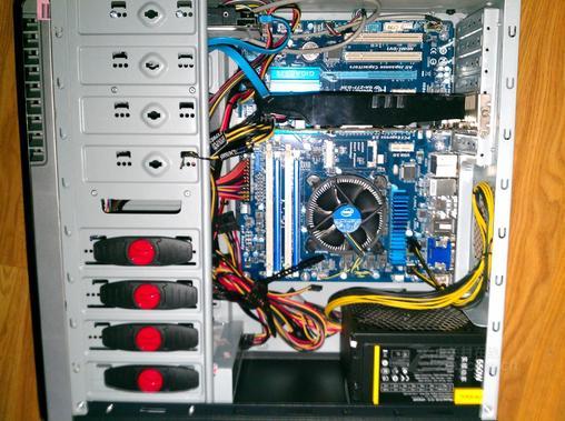 电脑型号 技嘉 台式电脑 操作系统 Windows 7 旗舰版 64位 SP1 ( DirectX 11 ) 处理器 英特尔 Core i7-3770K @ 3.50GHz 四核--------------国行,2060 主板 技嘉 Z77-D3H (英特尔 Ivy Bridge)--------------------------------------------------820 内存 8 GB ( 金士顿 DDR3 1600MHz )-------------------------------